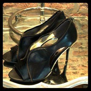 Carlos  By Carlos Santana NWT leather heels SZ 10